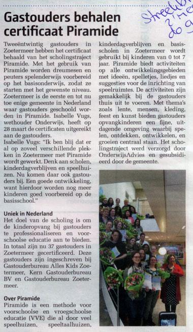 Streekblad - 9 april 2015 Onderwerp: Gastouders behalen certificaat Piramide in Zoetermeer.